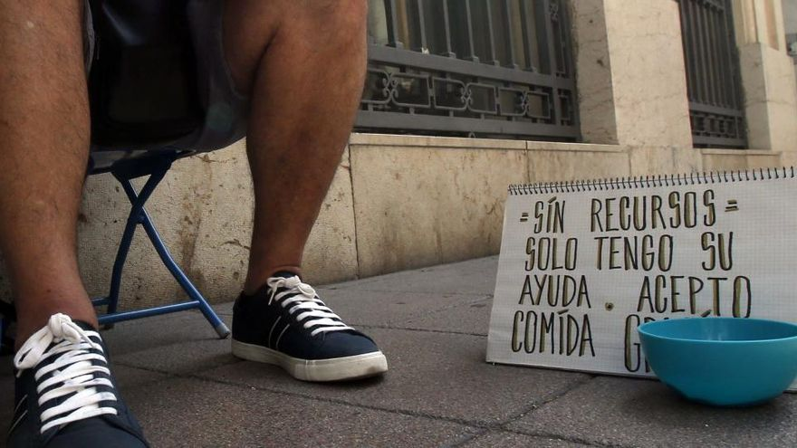 Cáritas alerta de que la inestabilidad laboral grave afecta a 7,8 millones
