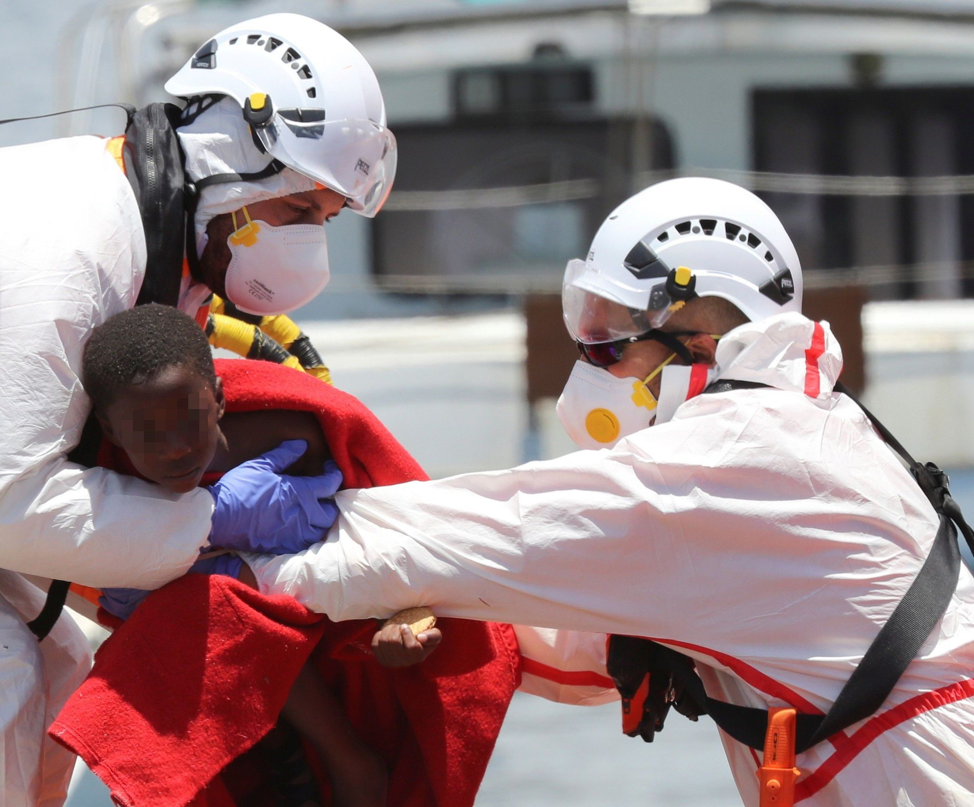 Rescatados 45 migrantes en una patera al sur de Gran Canaria