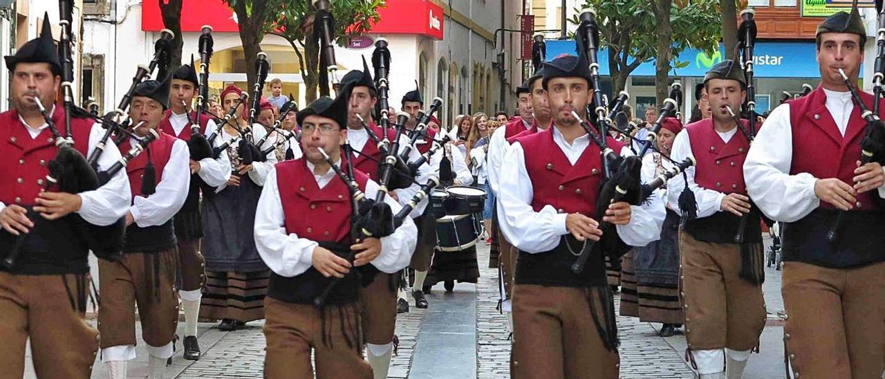 """La Banda Gaites Villaviciosa-""""El Gaitero"""", en una imagen de archivo.   Vicente Alonso"""