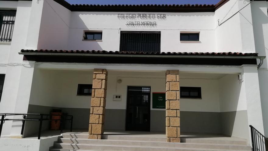 Aceituna ejecuta varias obras de mejora en el colegio, el ayuntamiento y calles