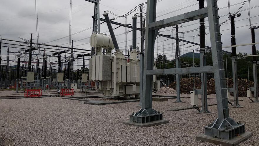 Aplazada la rebaja de la luz a la industria pese a la urgencia reclamada por Asturias