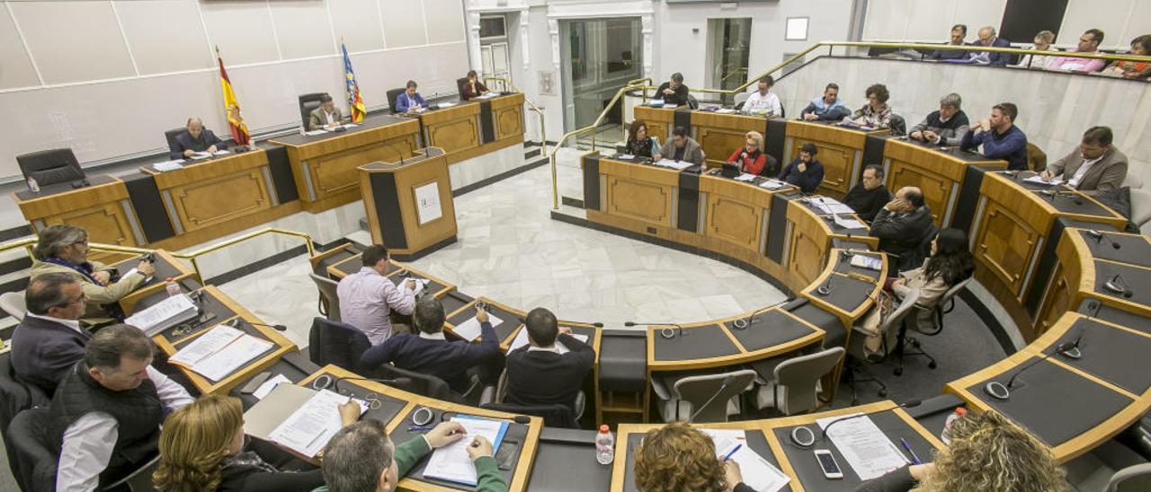 El recuento de las votaciones da el diputado de Villena al PSPV, que empata a 14 con el PP