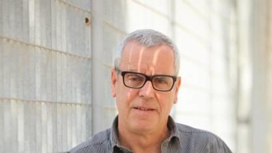 Miquel Àngel Lladó Ribas, galardonado en los premios literarios '25 de abril' de Benissa