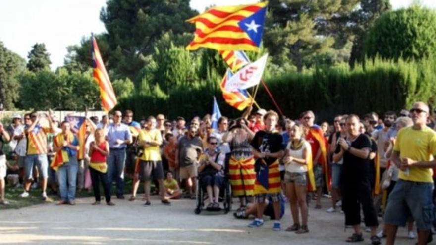 Concentració independentista a les portes del Parlament