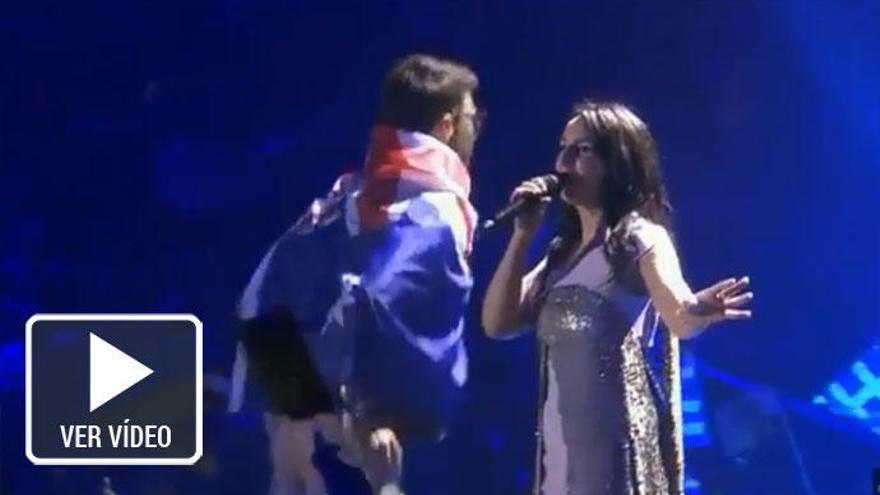 El espontáneo que hizo un 'calvo' en Eurovisión podría ser condenado a 5 años de prisión