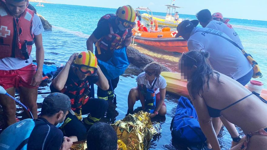 Rescatan a una mujer herida tras caerse en la Cova Tallada en Xàbia
