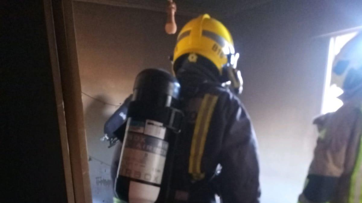 Herida de levedad mientras ayudaba a apagar un incendio en Poio