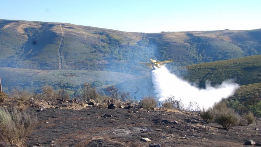 Controlado el incendio de Castromil tras quemar 17 hectáreas de matorral