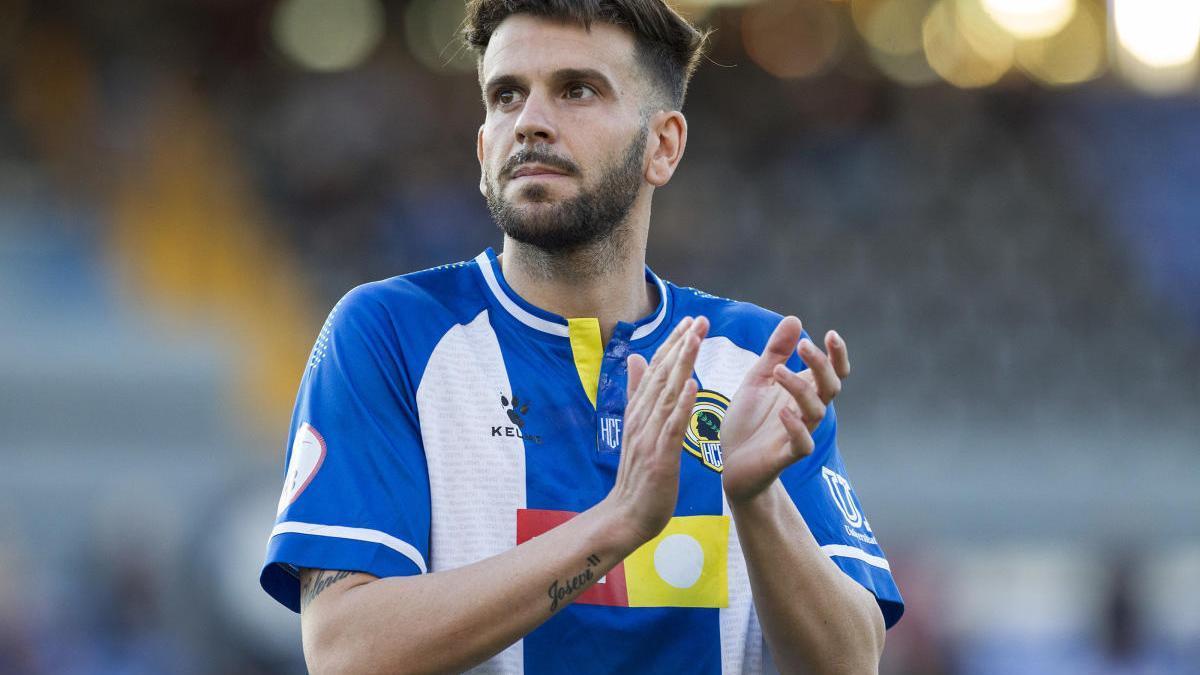 Raúl Ruiz, con al última camiseta de Kelme para el Hércules.