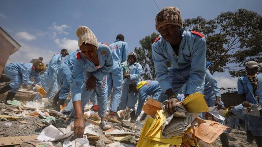 Siete niños mueren al derrumbarse una escuela en Nairobi