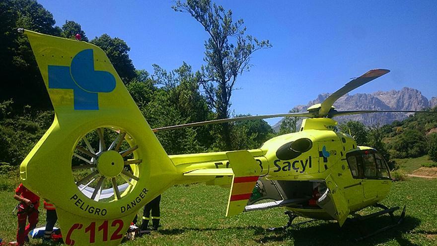 VÍDEO | Rescatada en helicóptero una mujer tras caerse en las cascadas de Sotillo