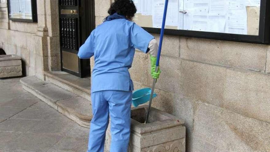 El juzgado resolverá el conflicto pendiente sobre el servicio de limpieza de edificios