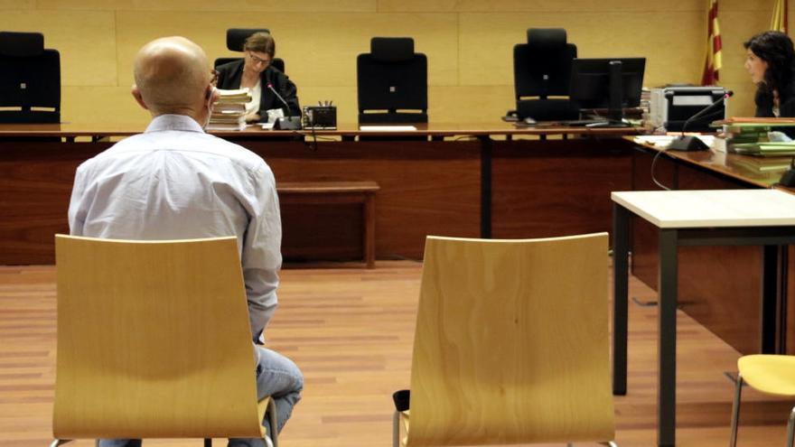 Jutgen el venedor de llaminadures d'Hostalric que s'enfronta a 45 anys de presó per abusar de vuit nenes