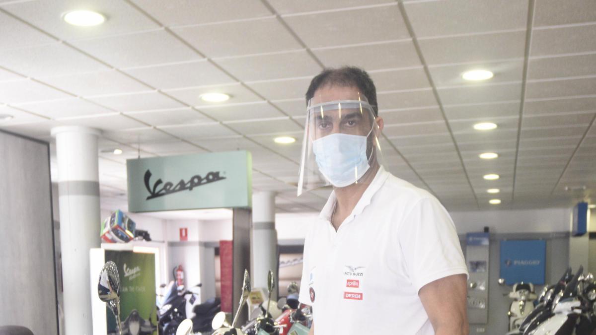 Fulgencio Muñoz, concesionario de motos de Murcia, que abrió ayer.