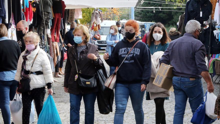 Aluvión de visitantes a la feria de Valença en el primer día de mascarilla obligatoria