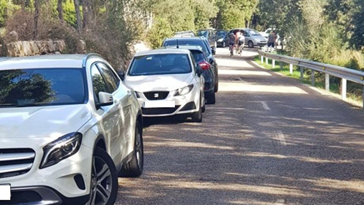 En esta imagen se puede apreciar la saturación de vehículos en la Serra de Tramuntana.