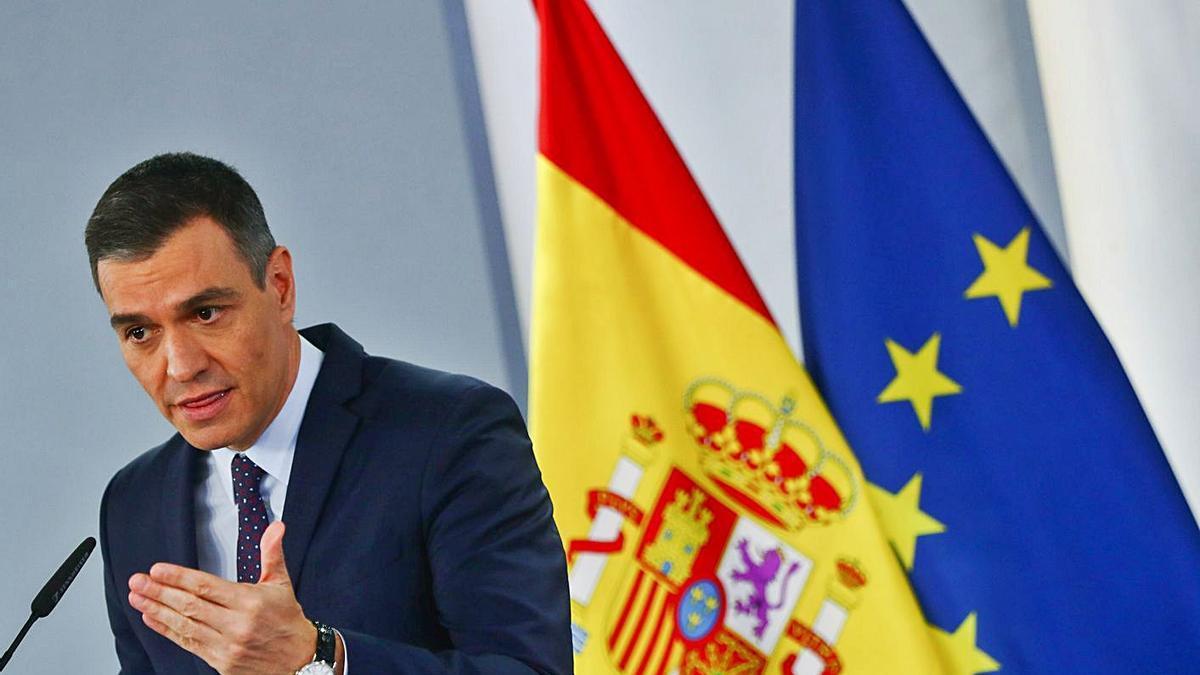 El presidente del Gobierno, Pedro Sánchez, durante su comparecencia ayer. | REUTERS/SERGIO PEREZ