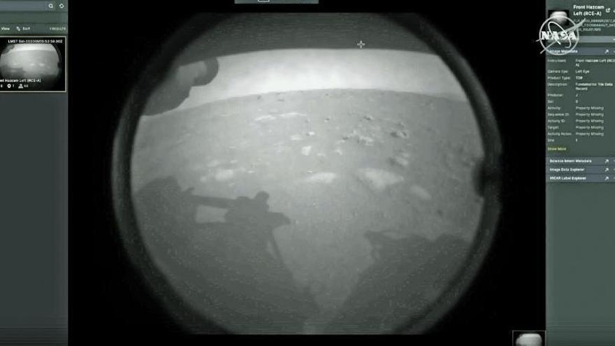"""El """"Perseverance"""" ya explora Marte: así fue el aterrizaje del robot que buscará restos de vida en el planeta rojo"""