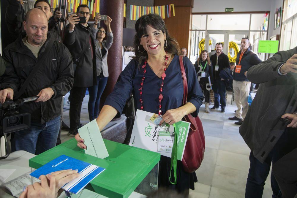 Teresa Rodríguez vota en las elecciones andaluzas