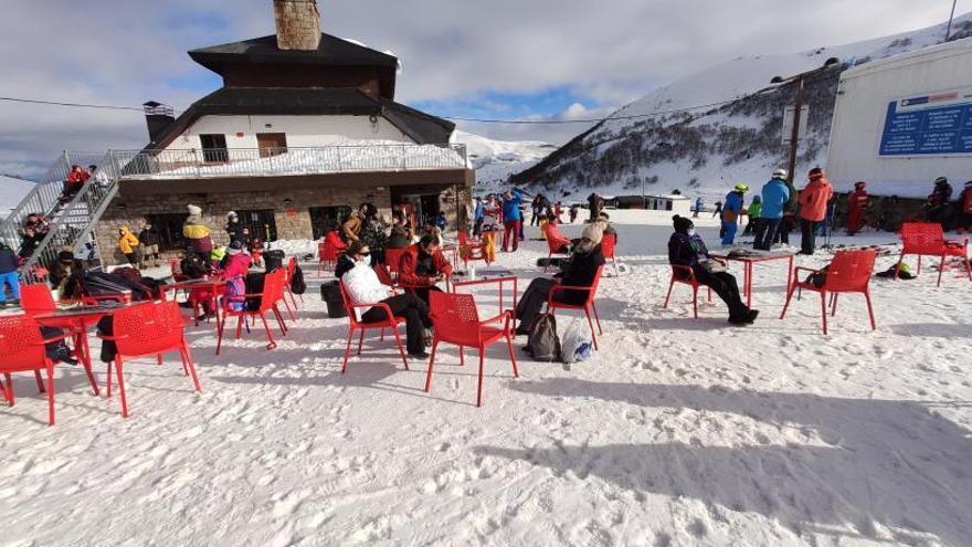 Fuentes y Pajares tuvieron esta campaña 46.700 esquiadores, un tercio de lo normal