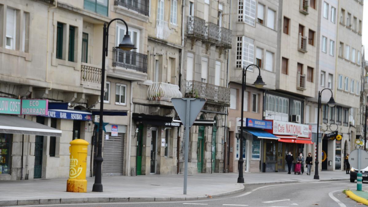 Cafeterías y bares cerrados en el centro de Cangas. / G.N.