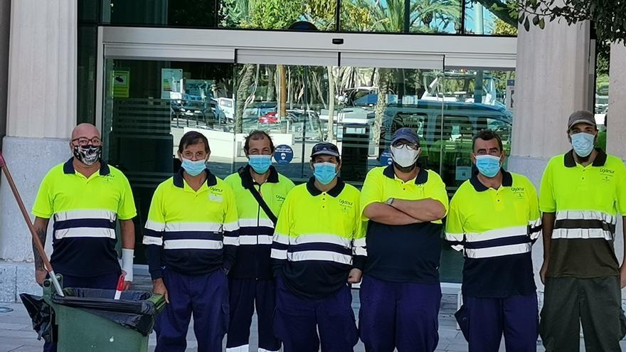 Protesta de los trabajadores de Gydesur ante la sede de la Autoridad Portuaria
