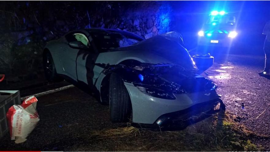 El 'youtuber' Salva destroza en Andorra su Aston Martin nuevo en un accidente