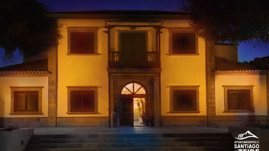 Santiago del Teide ilumina la fachada del Ayuntamiento de naranja por el TDAH