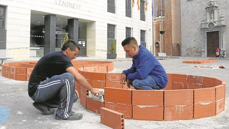 Arranca la 'plantà' de jardines de las Cruces de Mayo en Burriana