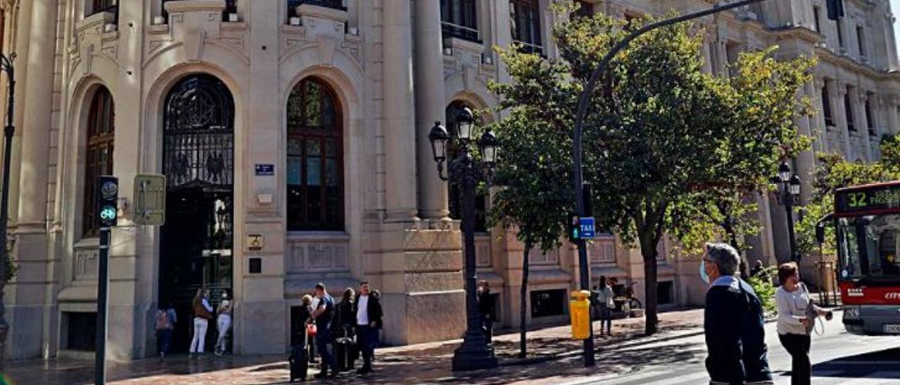 Fachada del ayuntamiento de València   F.B.
