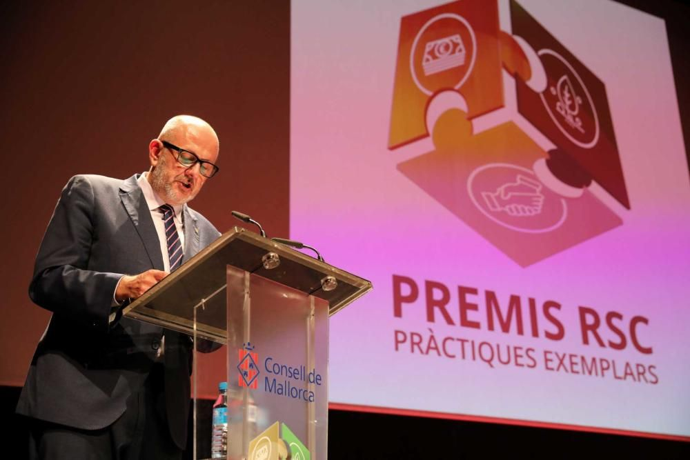 El Consell entrega los I Premios a les Prácticas Ejemplares en Responsabilidad Social