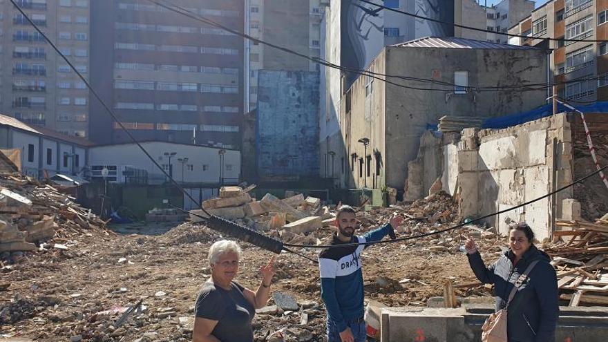 Vecinos de República Argentina alertan del riesgo del edificio que fue derribado