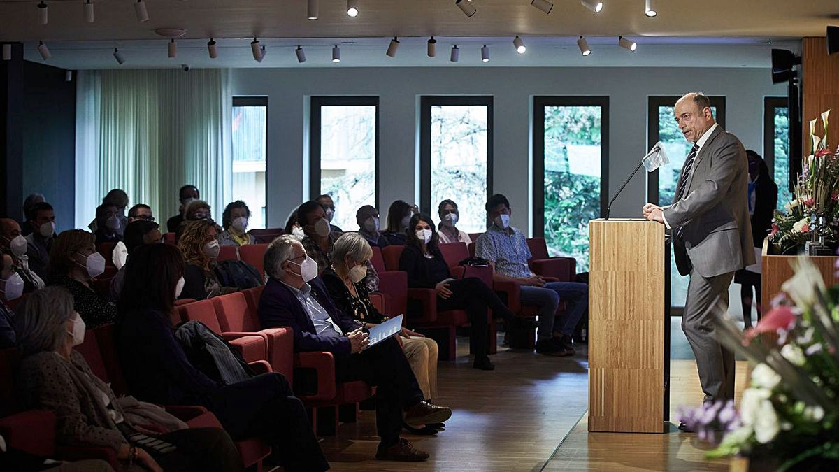 El president del Col·legi de Metges de Girona, Josep Vilaplana, fent els discurs ahir durant l'acte. | COL·LEGI DE METGES