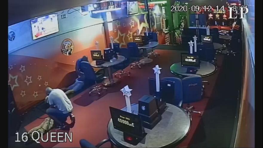 La Guardia Civil detiene a cuatro personas que atracaban un mini casino en Tenerife