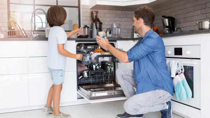 El truco de limpieza definitivo para eliminar los malos olores del lavavajillas