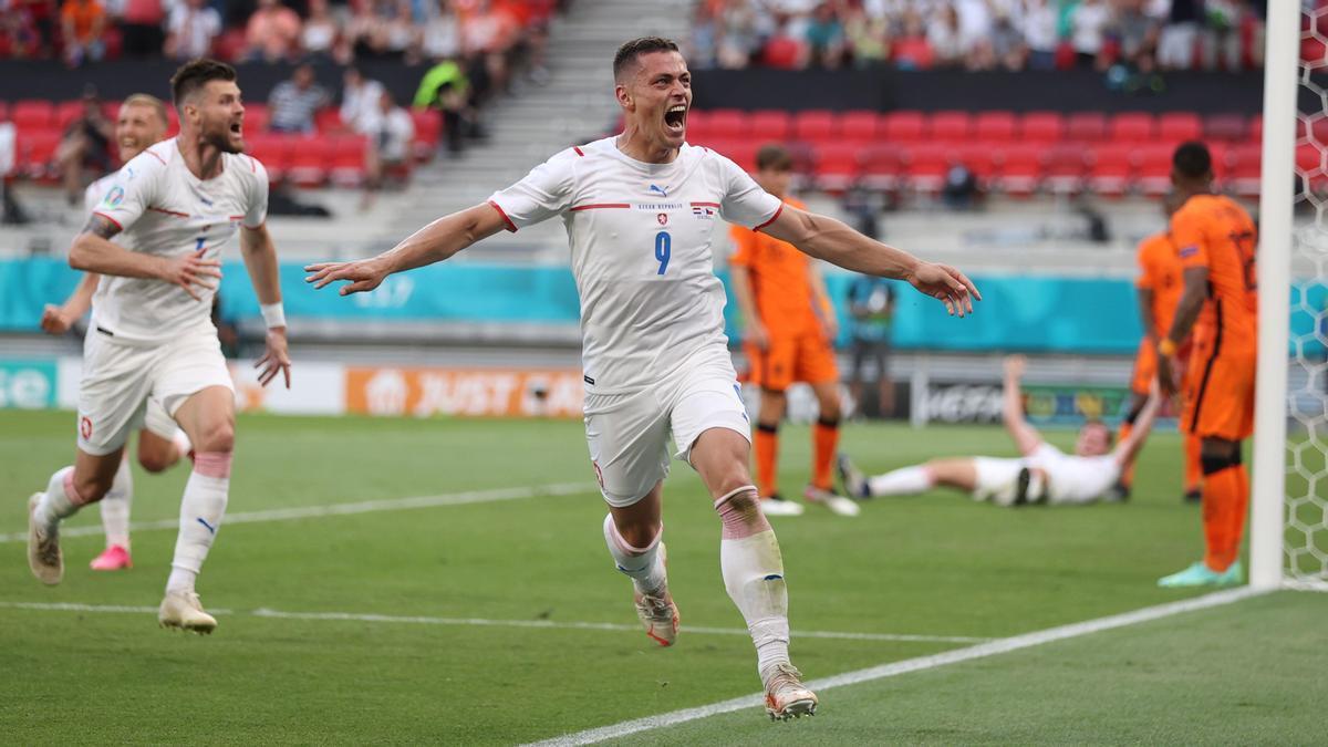 Tomas Holes celebra su gol ante Países Bajos en la Eurocopa.