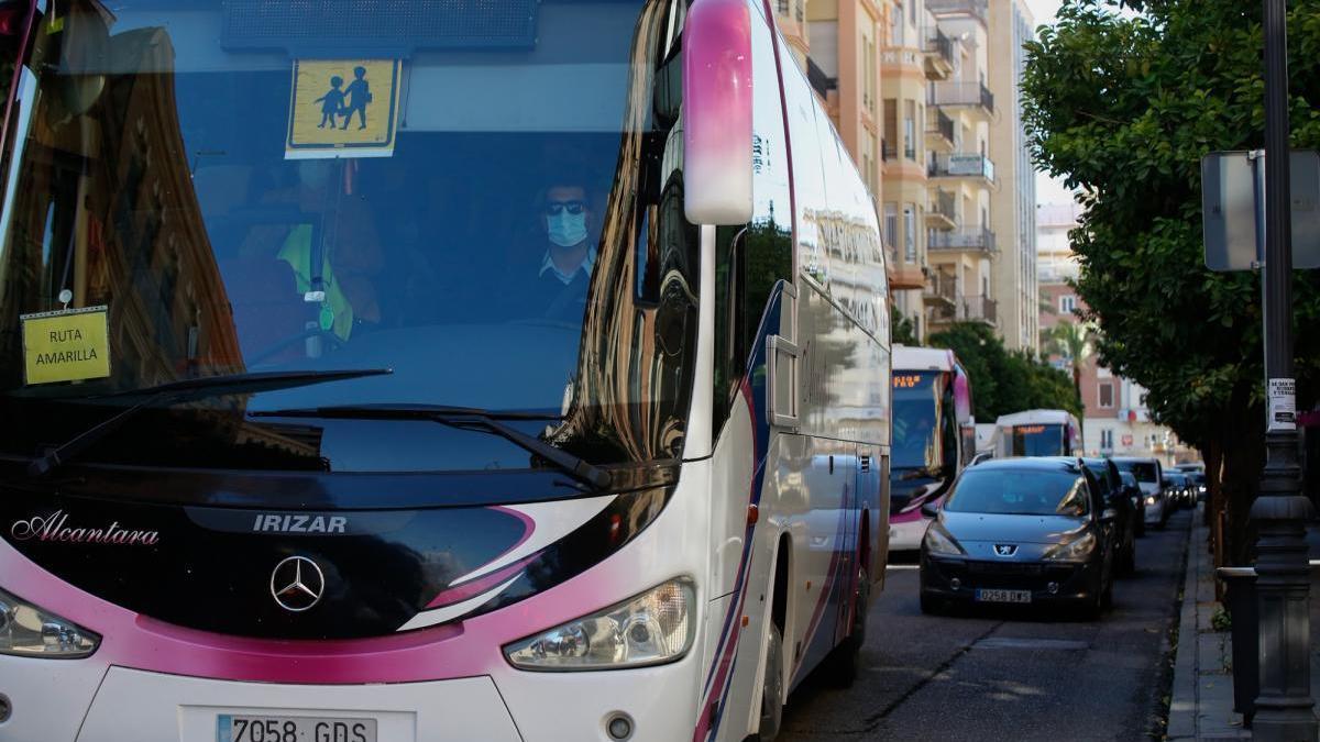 La contratación de autobuses para uso turístico cae un 95% en Córdoba