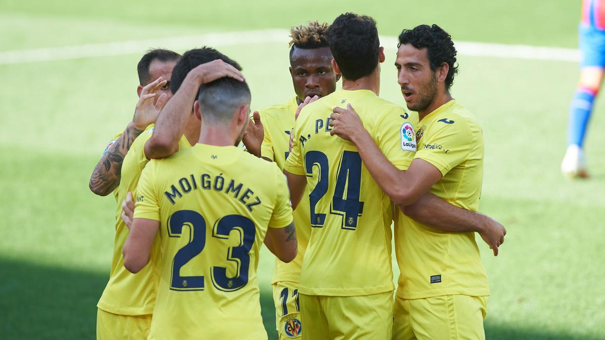 Los jugadores del Villarreal celebrando la victoria.