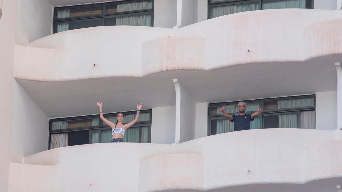 Jóvenes aislados en un hotel por el brote de Mallorca.