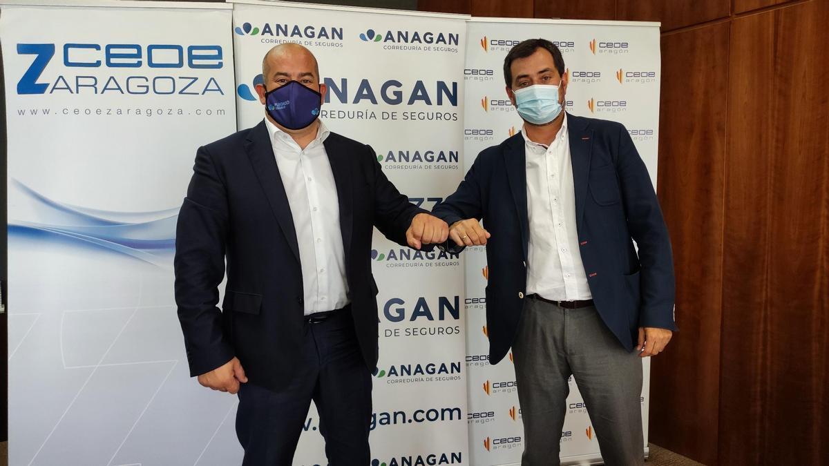 Los presidentes de CEOE Aragón y CEOE Zaragoza, Ricardo Mur, y de la Correduría Anagan SXXI, Alberto Sáinz.