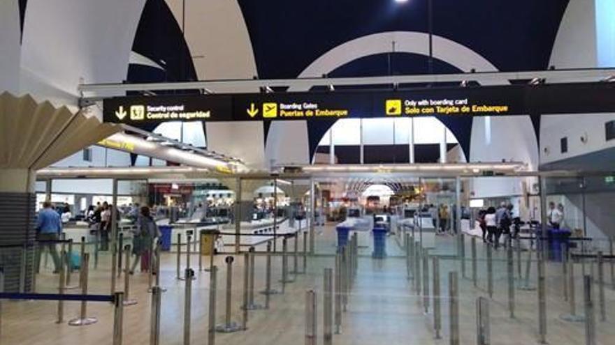 """Andalucía no modificará las restricciones """"al menos esta semana"""" y Moreno pide más control en aeropuertos"""