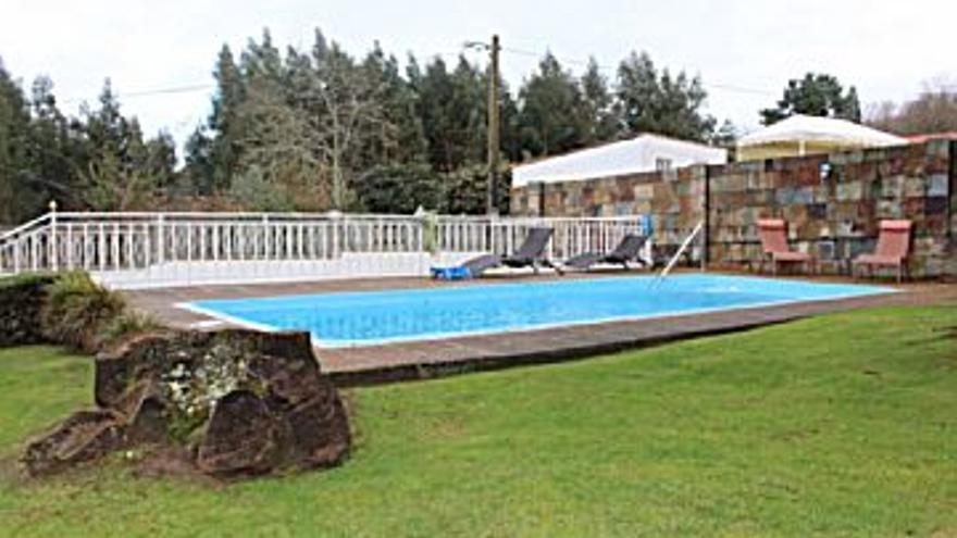 450.000 € Venta de casa en Oleiros 250 m2, 4 habitaciones, 4 baños, 1 aseo, 1.800 €/m2...