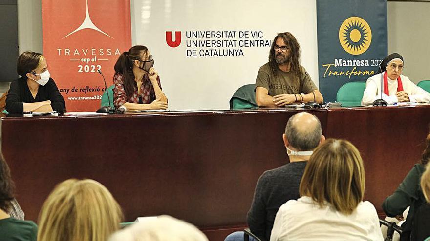 Sor Lucía i les activistes Mansilla i Paz reflexionen sobre la necessitat del cooperativisme