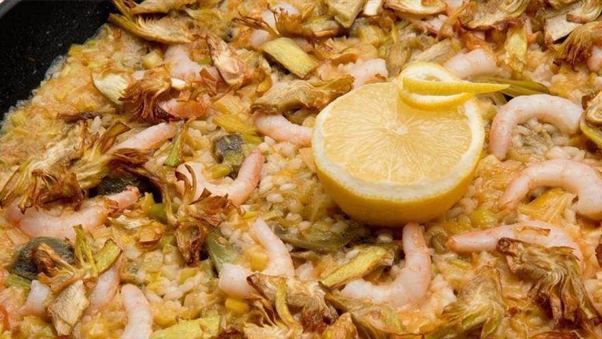 Arroz con alcachofas y langostinos, una receta autóctona para iniciar el año