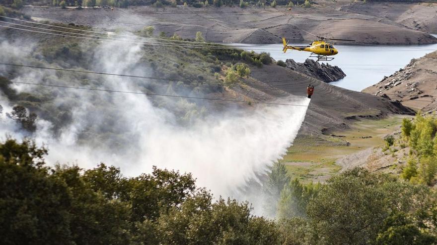Controlado el incendio originado junto al embalse de Ricobayo