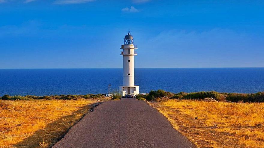 La ruta de los faros, homenaje al mar del día a la noche