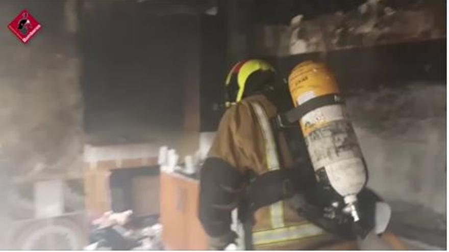 Incendio en otro piso abandonado del barrio de Los Palmerales en Elche