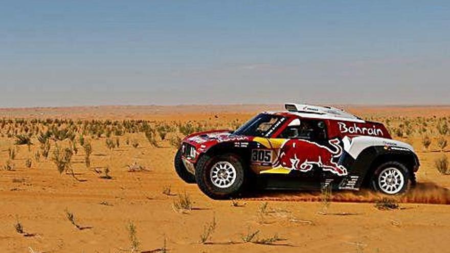 Carlos Sainz reforça el seu lideratge al Dakar