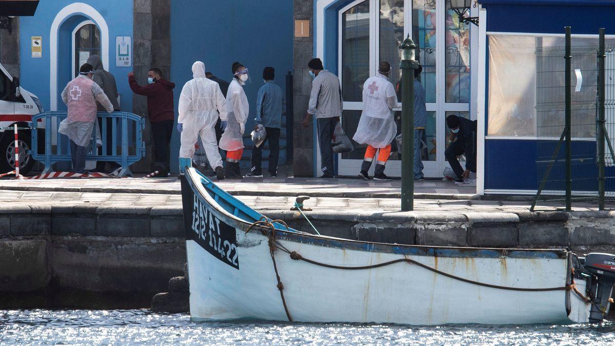 Un fallecido y cinco inmigrantes graves en un cayuco rescatado en Tenerife