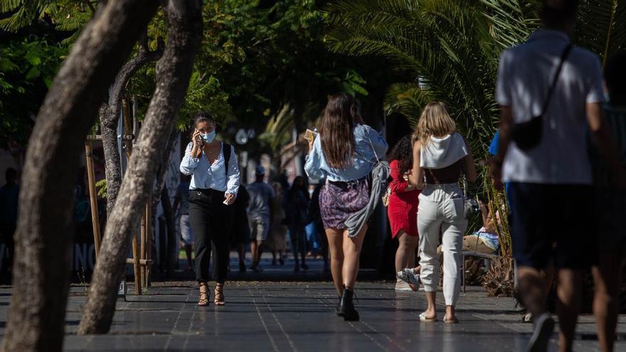Aumenta el número de no convivientes en los actos sociales en Canarias